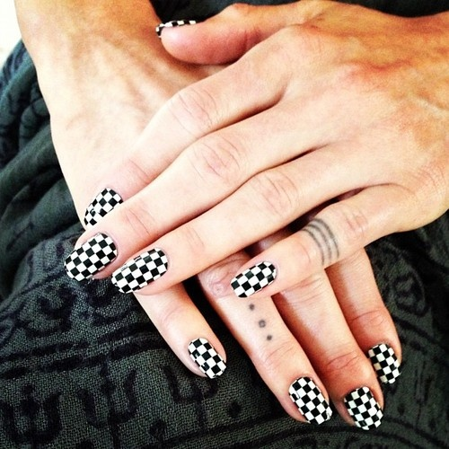 stephanie-stone:  Langley Fox Hemingway in checkered nails!
