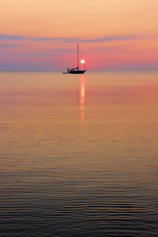 A calming sunset seen from the Bruce Peninsula of Ontario
