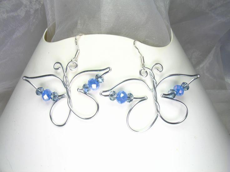 boucles d 39 oreilles fil d 39 aluminium papillons bleus papillons. Black Bedroom Furniture Sets. Home Design Ideas