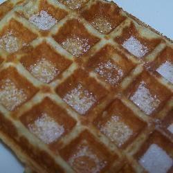 Zelfgemaakte wafels - Een waterdicht wafel recept dat zacht en krokant tegelijk is.
