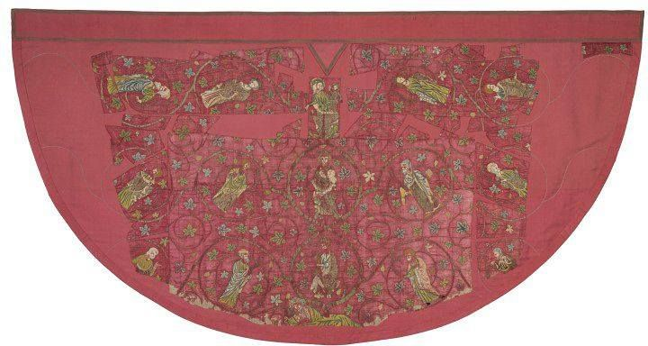 Realizzato tra XIII e XIV secolo il mantello su fondo in seta rossa, realizzato con la tecnica dell'O. Anglicanum contiene scene della vita di Cristo e una rappresentazione, non ben visibile per il precario stato di conservazione, dell'Albero di Jesse.   Oggi è costodito presso il V&A Museum di Londra: http://collections.vam.ac.uk/item/O121306/cope-unknown/