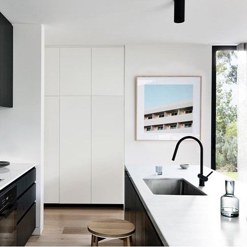Don't forget about the kitchen when considering places to put art. It is the place you tend to gather, entertain and create. We love our Modernist print in this @inform_melbourne property. . . 📷 @derek_swalwell  Styling @beksheppard  Artwork// Elizabeth Bull for @onefineprint . . . #informmelbourne #interior #style #kitchen #interiordesign #melbourne #simplicity #art #prints #photography #homeMelbourne, Victoria, Australia