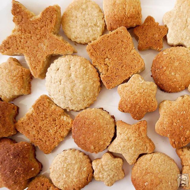 Hoy llueve y recordamos a nuestras abuelitas que preparaban #galletas de #avena y las guardaban en frascos con tapa. Las nuestras son parecidas, reducidas en grasa y azúcar, con frutos secos y miel de un productor de #Placilla. Sencillas y deliciosas. #Curauma #CuraumaCatering #yummy #oatmealcookies #cookies #dialluvioso #feliz #Valparaíso #banquetería #CoffeeBreak #ViñadelMar #Quilpué #casablancachile #casablancavalley #saludable #curaumacity #instacurauma