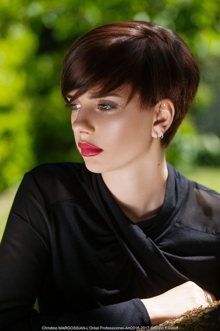 Christine Margossian - Chic Short Bob IT Look AH 2016 - 2017 #christinemargossian #shortbob #bob #haircuts #brownhair #каштановые #волосы #боб #стрижки  Hair: Christine Margossian Photography: bruno Estatoff Make-up: Valérie Dumond Styling: MC Line