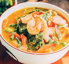 Thaise currysoep met garnalen | Koolhydraatarme Recepten PowerSlim | Zin in een lekker soepje met vis? Probeer dan deze heerlijke Oosters getinte currysoep met paksoi en garnalen.