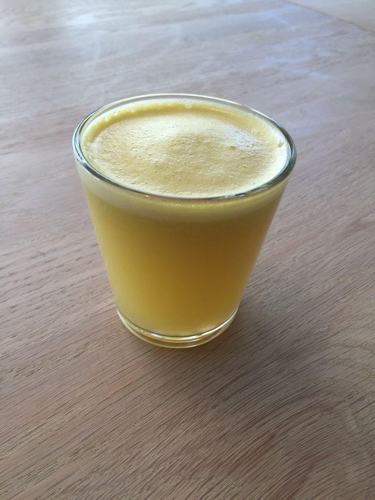 Friskpresset juice med æble, ingefær og mynte.