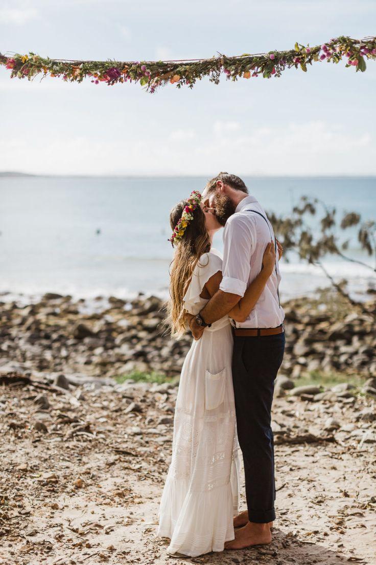Barefoot beach elopement in Noosa - photography by Janneke Storm