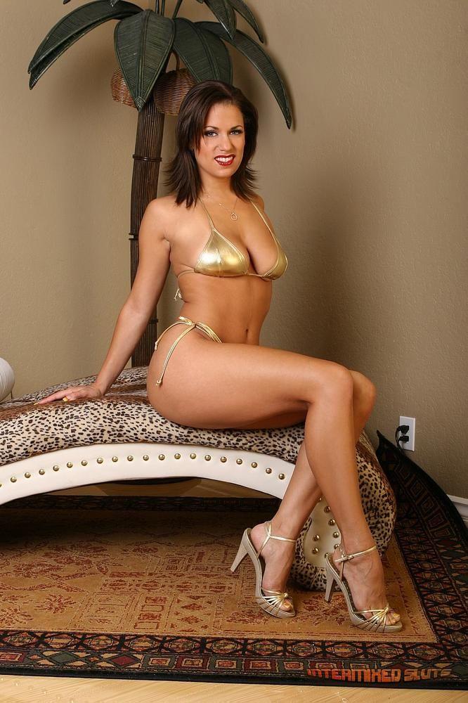 Mia Banggs Nude Photos 12
