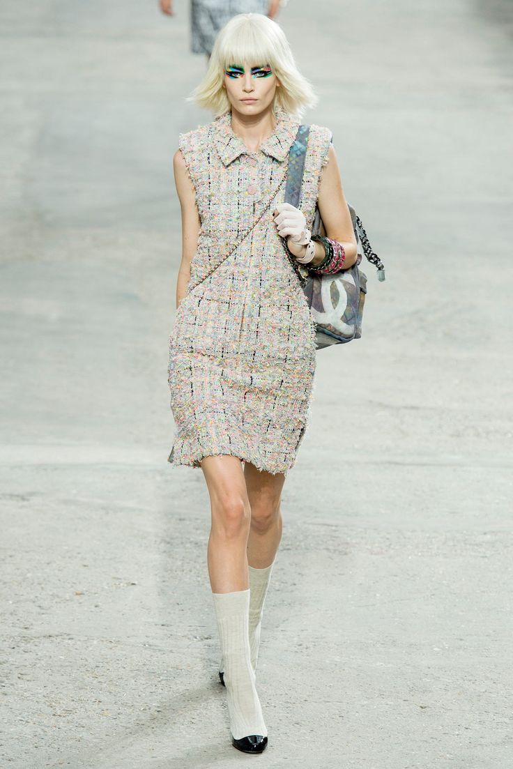 Chanel Spring 2014 Ready-to-Wear Fashion Show - Hollie-May Saker (Elite)