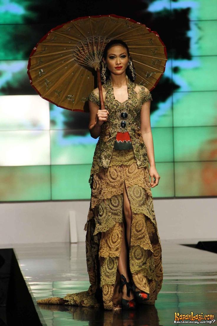 Beautiful short green kebaya