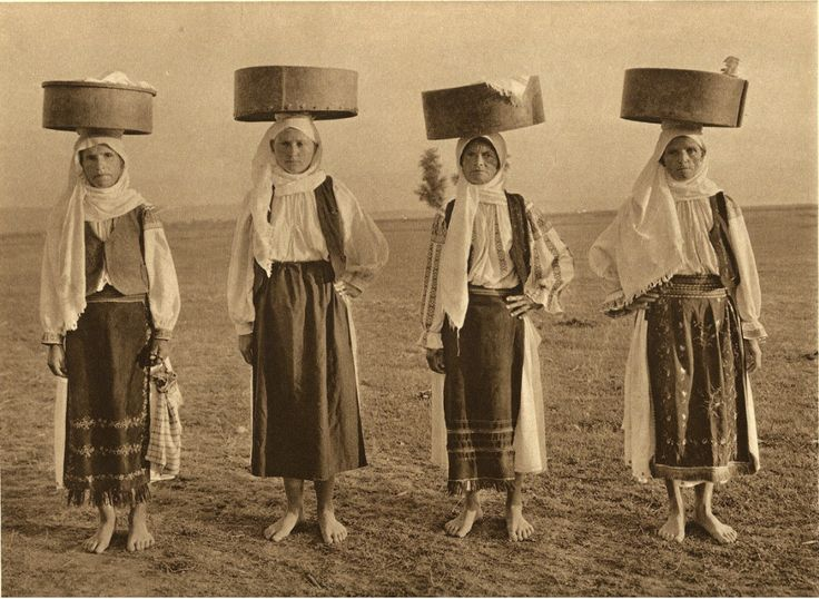 Romanian Peasants. During the 20s and 30s, Kurt Hielscher, a German photographer, traveled around Spain, Italy, the former Yugoslavia, Danemark, Norway and Romania.