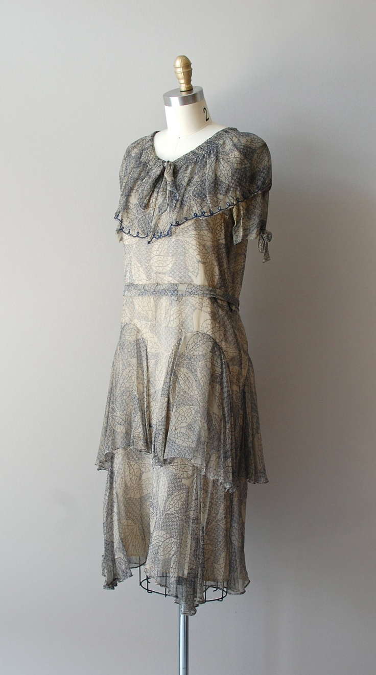 1920s dress / Illustré Feuille chiffon dress. Dear Golden
