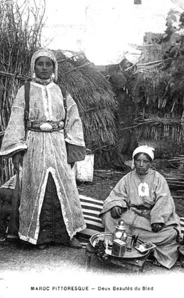From old postcards: Picturesque Morocco -- Two beauties from the countryside. From Les femmes du Maroc d'antan ou l'incarnation de la puissance féminine