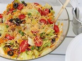 Crunchy Potluck Taco Salad - Betty Crocker http://www.bettycrocker.com/menus-holidays-parties/mhplibrary/seasonal-ideas/crunchy-potluck-taco-salad
