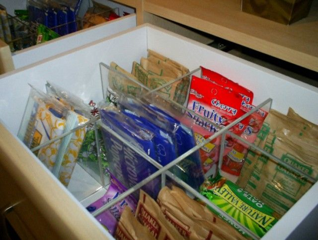 A snack drawer or two that is divided into six compartments is a great place to store snack foods and sack lunch items. Place at a height that the kids can reach so they can assist in packing their own lunches: Perfect Pantries, Sack Lunches, California Closet, Drawers Dividers, Clever Storage, Snacks Food, Organizations Idea, Snacks Drawers, Drawers Organizations