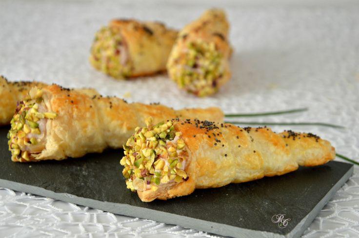 Iconi di sfoglia con mousse di mortadellasono ideali come antipasto o per un buffet. Un delizioso finger food facile da preparare.