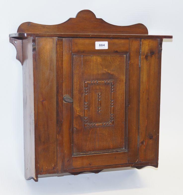 Een 1-deurs grenenhouten medicijnkastje, Frankrijk ca. 1920