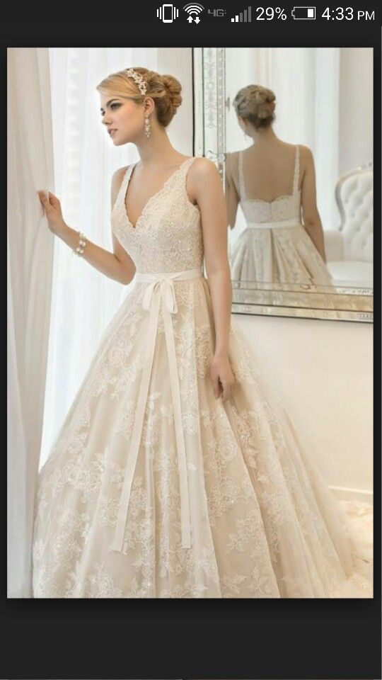 I love this vintage, lace dress! so simple but also sweet!