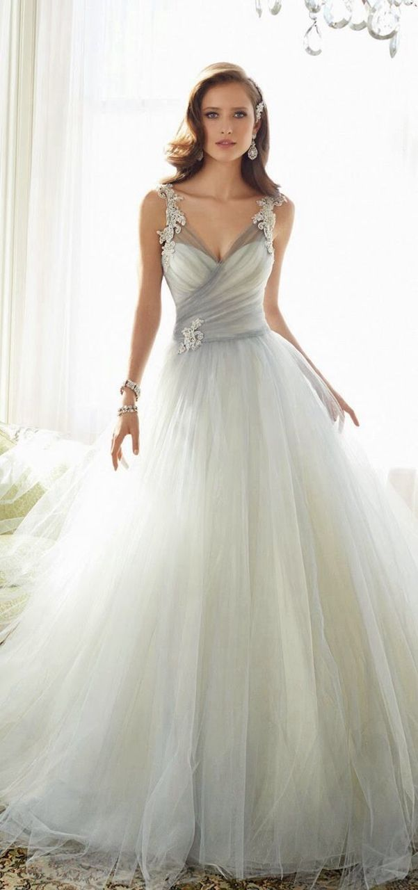 Layered tulle in white and grey for a silvery effect wedding gown