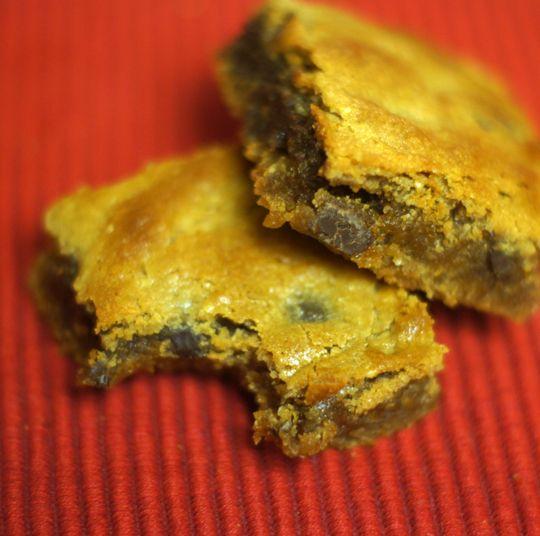 Flourless Peanut Butter Chocolate Chip Blondies « Detoxinista