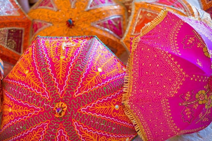 Handcrafted Indian Parasols: Anais Events | Photo: Wedding Documentary