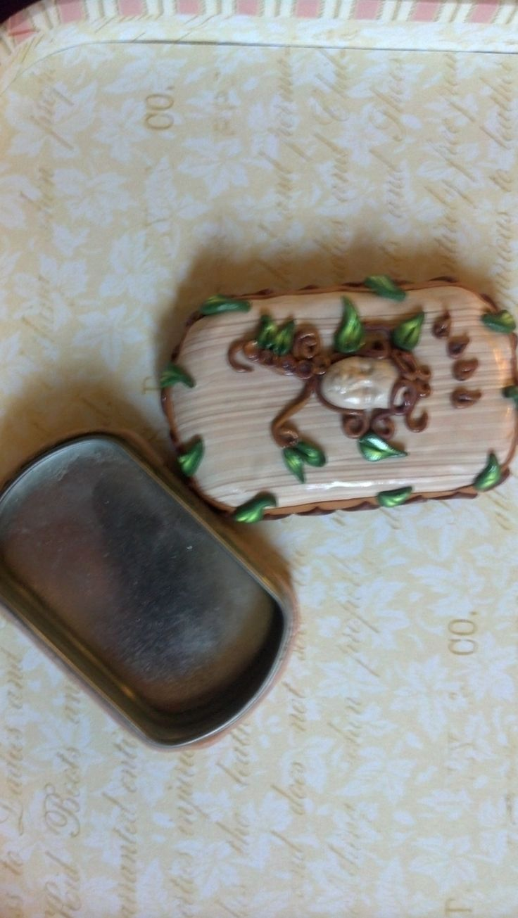clay cover snus tin, earthy element