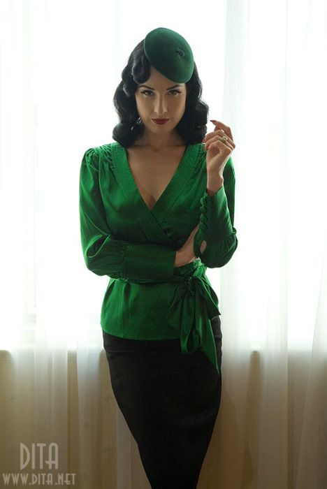 dita amazing emerald green suit very 1940s looking