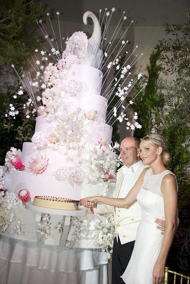Is this the world's biggest wedding cake? Princessl Charlene and Prince Albert #wedding #cake #royal