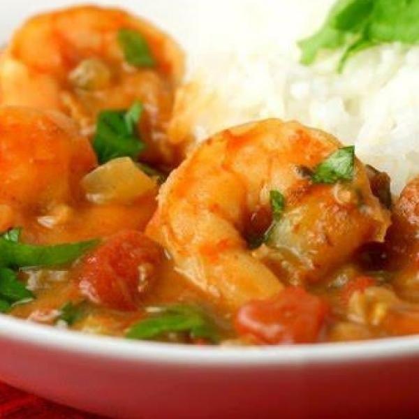 Receita de Camarões à baiana - 1 kg de camarão médio limpos, 1 kg de tomates sem pele e sem semente batidos no liquidificador, 2 unidades de cebola picadinh...