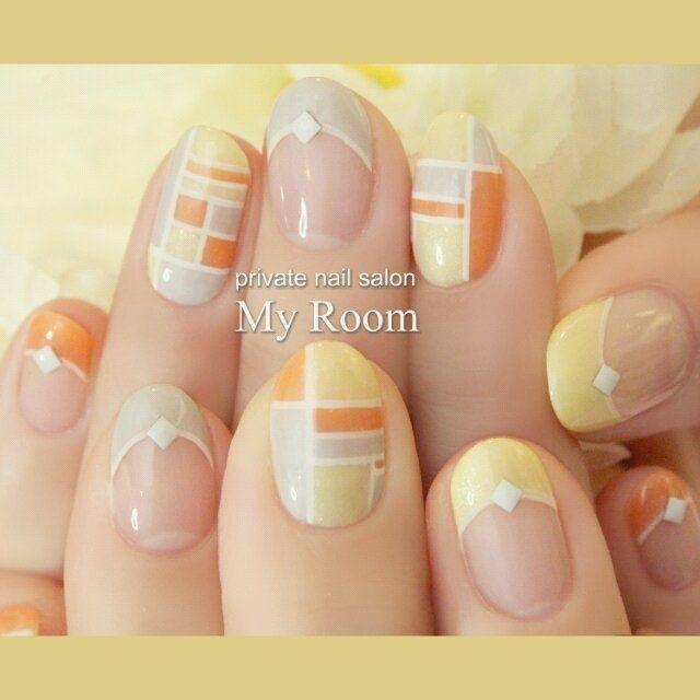 オレンジ、イエローのビタミンカラーでブロッキングネイル♪白のラインとスタッズでスポーティーなイメージです。 #my_room #ネイルブック