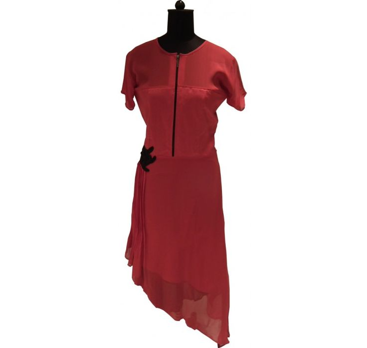 Designer kurtis online shopping helps to  explore the latest  fashion trend traditionally in India. Largest collection of party wear saree,casual wear saree, lehenga saree are available at Ranas in affordable price.