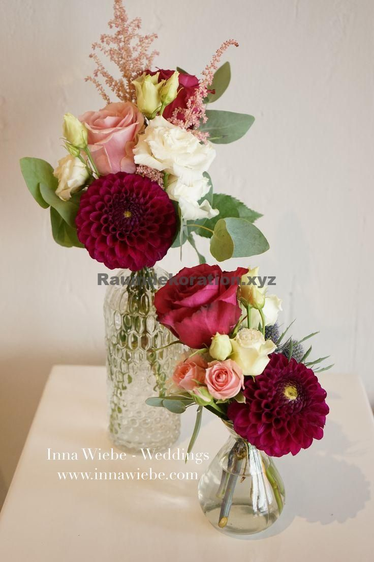 Table decoration wedding - sweet bouquet in berry tones in antique glass vases. #Wedding Flowers #Vintage