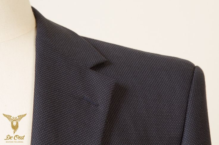 Detail of a blue birdseye durable hardwearing suit witch notched lapels. Bespoke tailored with 100 percent worsted suiting fabric from the InterCity collection by Holland & Sherry. 370 gram, 12 oz.  #bespoke #tailoring - Please visit our website: www.deoost.nl