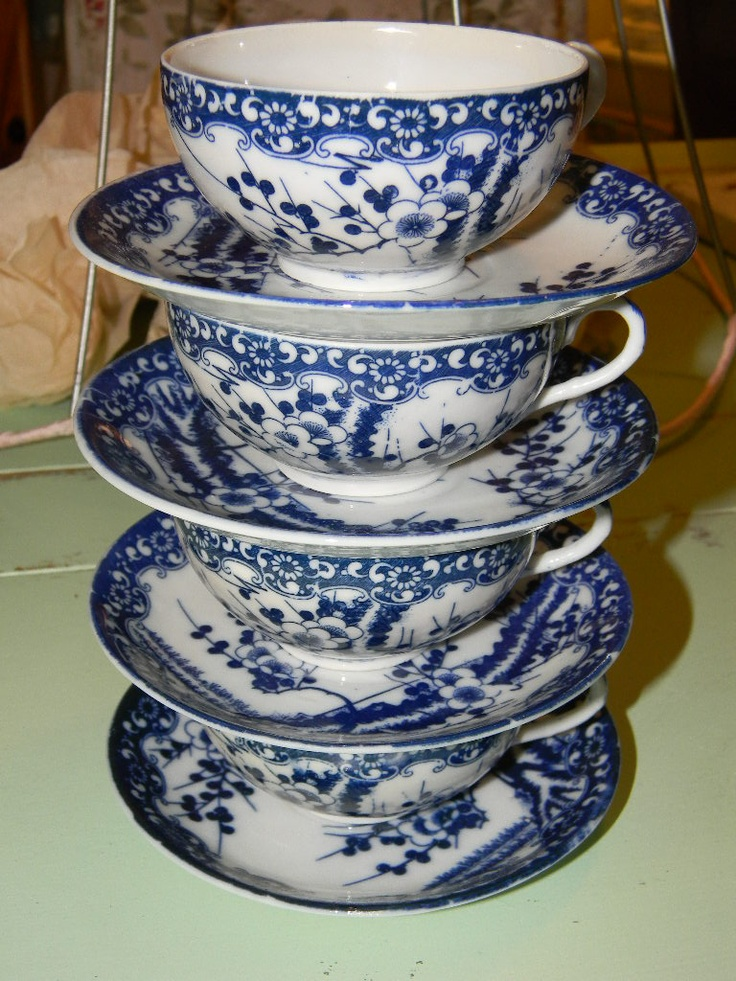 blue & white: Bluewhit, Blue Whil, Teas Cups, Blue Whit Dishes, Stacking Teacup, China Dishes, Blue And White Dishes, Stacking Blue, Beauty Blue