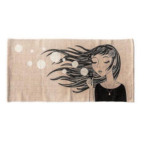 Tapis en coton fille @bloomingville - Pour une déco douce et poétique, choisissez le joli tapis en coton Lilou avec son imprimé romantique, il sera parfait dans une chambre d'enfant ou d'adolescente !