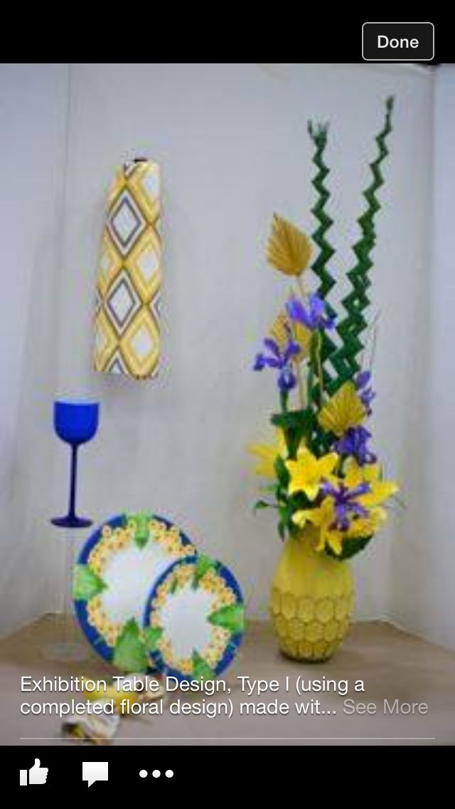 Exhibition table type I yellow and blue