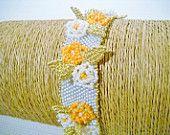 Seadbeady bloemenarmband in de kleuren wit, oranje en goud, versierde armband voor speciale gelegenheid, bruids armband, geschenk voor haar