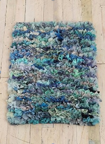 t shirt shag rug - great way to use up all the kids' old tshirts, and they can take it to college!