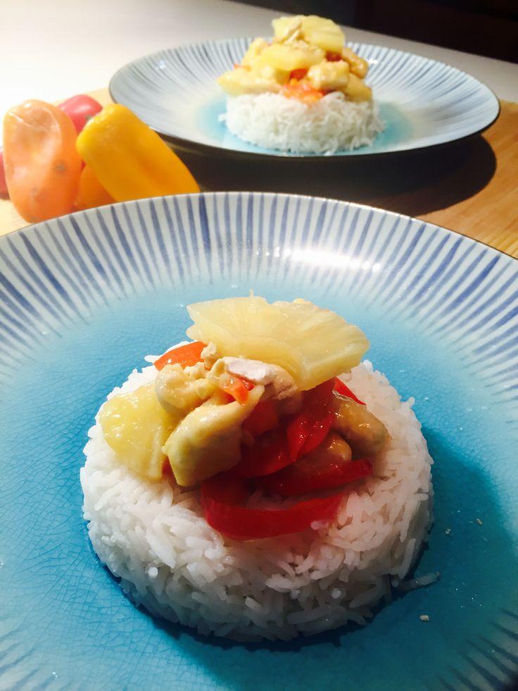 Bocconcini di pollo con ananas peperoni e anacardi
