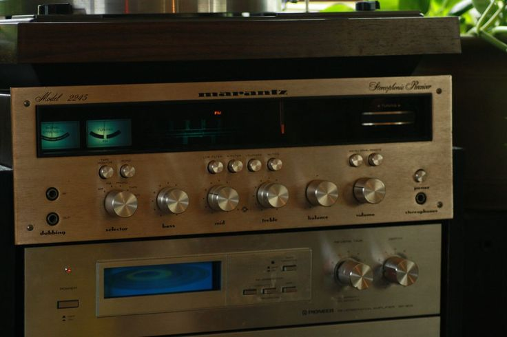 enter this link http://earth66.com/audio-video/baby-marantz-2245-built-1971-believe-needs-new-lamps/