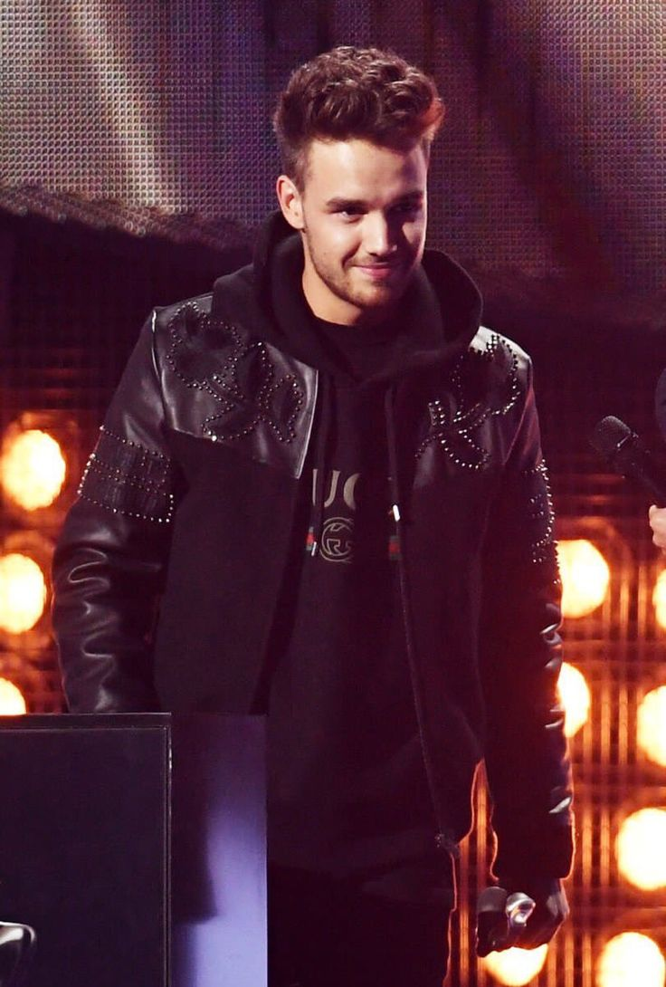 Liam looked gorgeous at Brits. He went and stole Simon's thunder, thank you Liam!