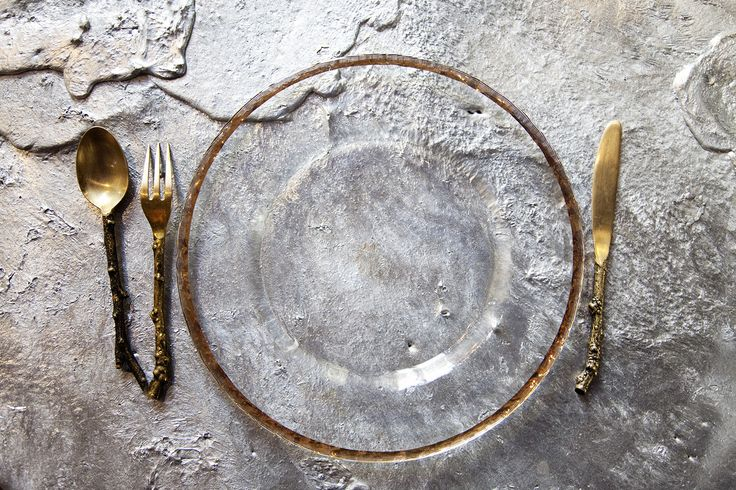 I love the idea of not wanting the plate to hide your table. Organic and luxurious at the same time.