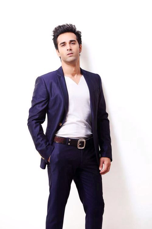 "romanticize-it: "" I'm just gonna leave this here "" Pulkit Samrat"
