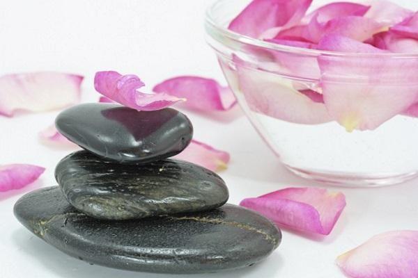 Comment faire de l'eau de rose maison - 7 étapes