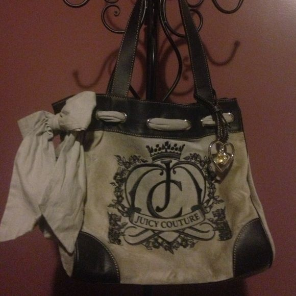 """New Juicy Couture handbag Juicy Couture gray, velour """"Daydreamer"""" bag with crystal and heart charm. in great condition. *no trades* Juicy Couture Bags"""
