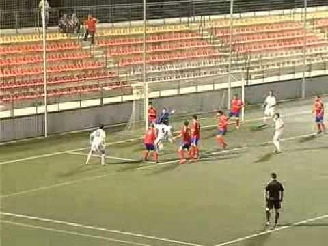 El Estepona derrotó por uno cero al equipo extremo del Don Benito y consigue el pase a la segunda eliminatoria de ascenso a la Segunda División B. El defensa Nuñez fue el autor del solitario tanto a los veinte minutos de juego.