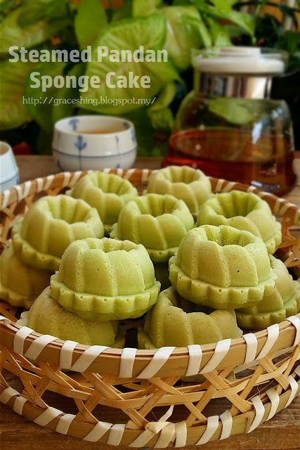 Grace's Blog 欣语心情: 蒸香兰小蛋糕 Steamed Pandan Sponge Cake