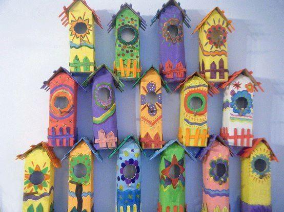 Mais uma criativa ideia para reciclar e fazer artesanatos com caixas tetrapack, faça com caixas de suco ouleite, belas casinhas de passarinho. Uma ótima sugestão de atividade para fazerartesanato com reciclagemcom as crianças. Veja os materiais para fazer o artesanato: - Caixas de suco recicladas, vazias e limpas. -Tintaacrílica ou à base d' água -...