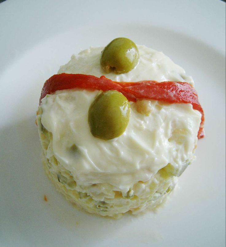 Ensalada de merluza y langostinos, receta de ensalada con mahonesa y marisco