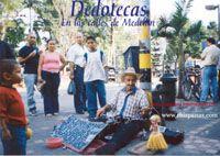 CRÓNICAS URBANAS DE MEDELLÍN COLOMBIA     .............. (El anciano que le saca música al acetato a punta de dedo para conseguir el sustendo de la familia) ..... http://www.chispaisas.info/lino.htm